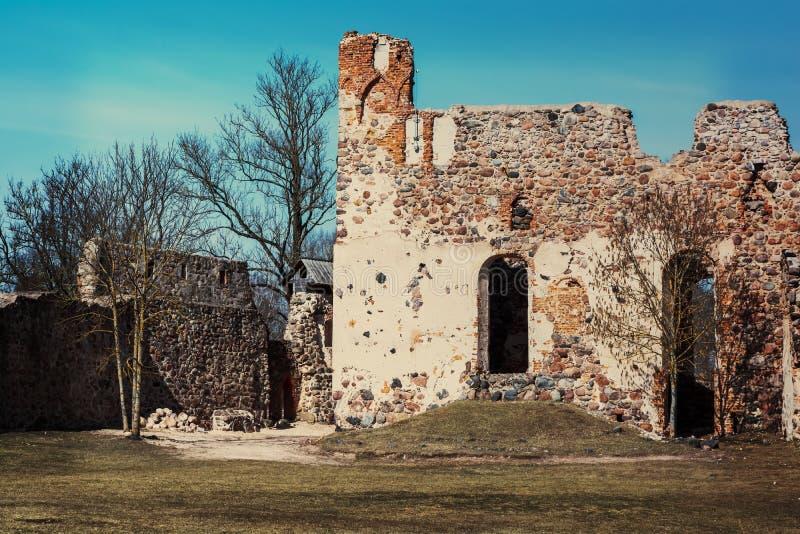 多贝莱中世纪城堡废墟  免版税库存图片