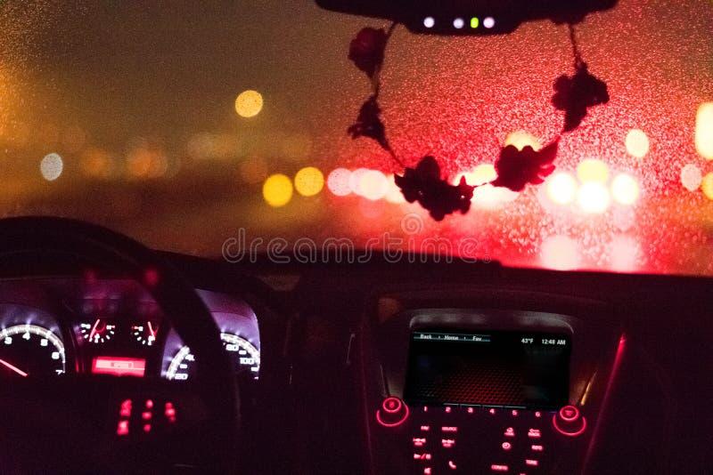 多雨挡风玻璃和仪表板 免版税图库摄影
