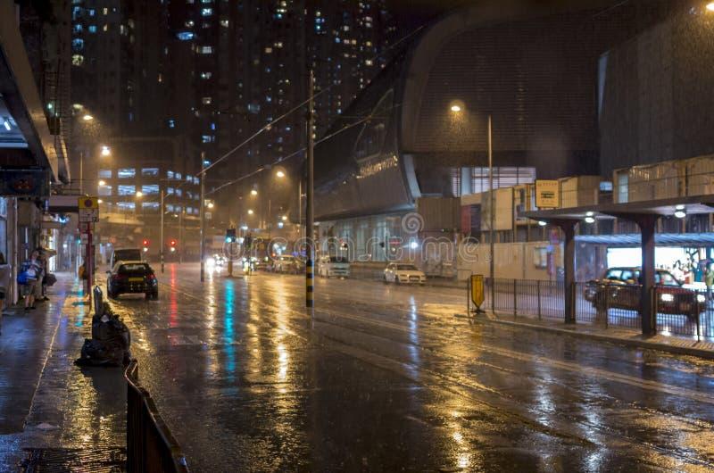 多雨晚上在城市 免版税图库摄影