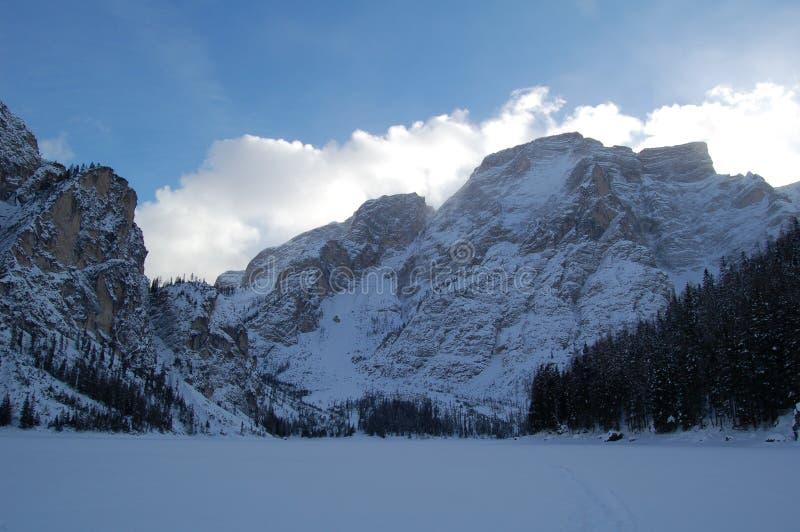 多雪的山的面孔 库存图片