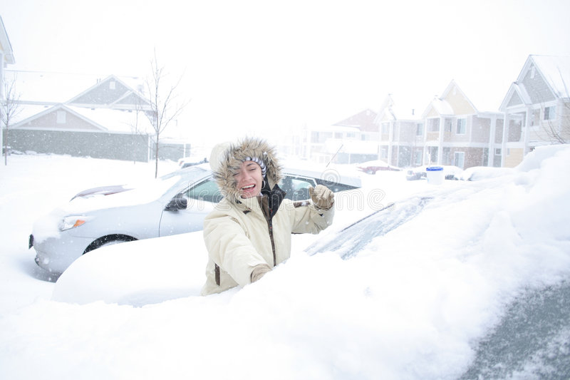 多雪的汽车 免版税库存图片