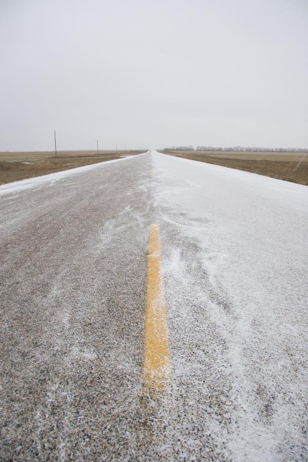 多雪的高速公路 免版税库存图片