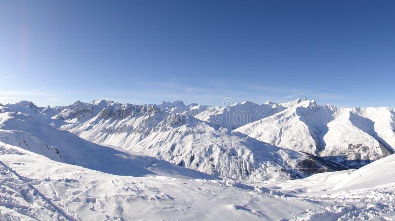 多雪高山的横向 免版税库存照片
