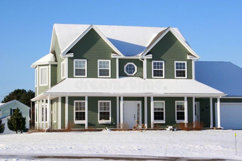 多雪1个的房子 库存照片