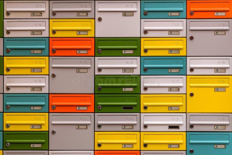 多颜色邮件箱子 免版税图库摄影