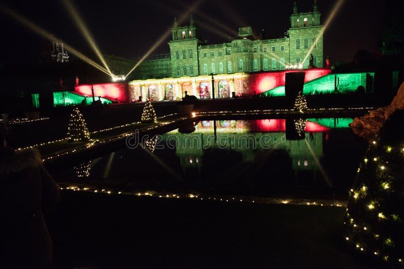 夜之前照亮的Blenheim宫殿 免版税库存图片