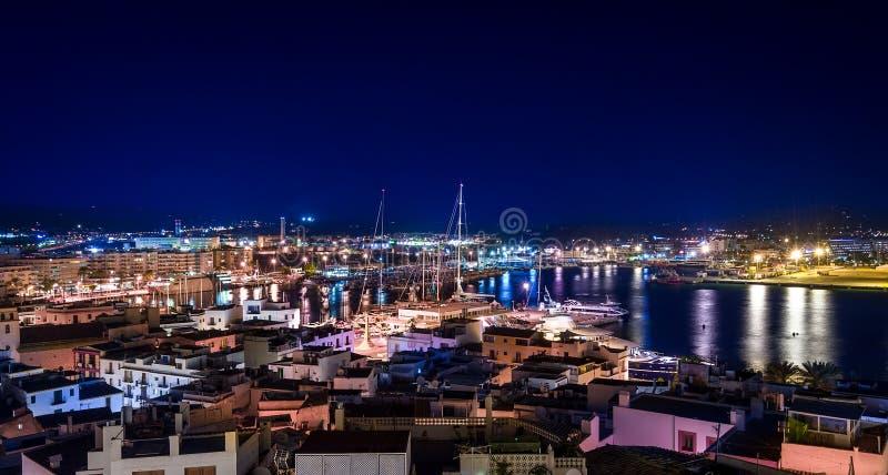 夜伊维萨岛全景 免版税库存图片