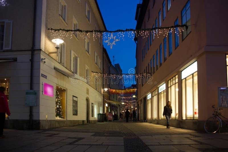 夜在帕绍市的中心 巴伐利亚德国 免版税库存图片