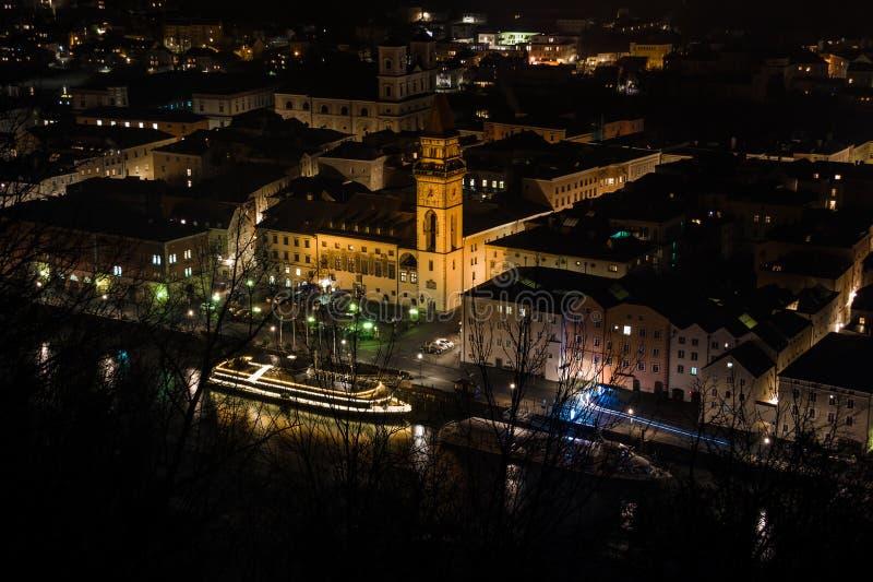 夜在帕绍市的中心 巴伐利亚德国 图库摄影