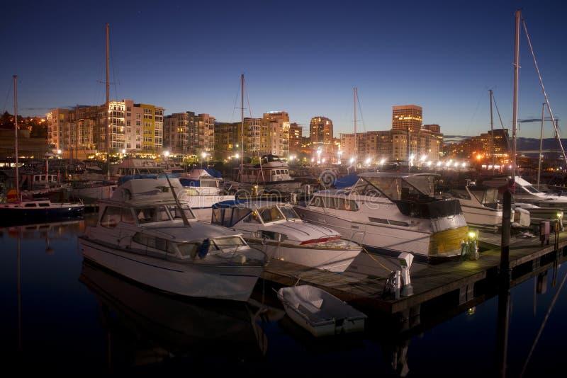 夜在被停泊的小船小游艇船坞西娅Foss水路塔科马降临 库存图片