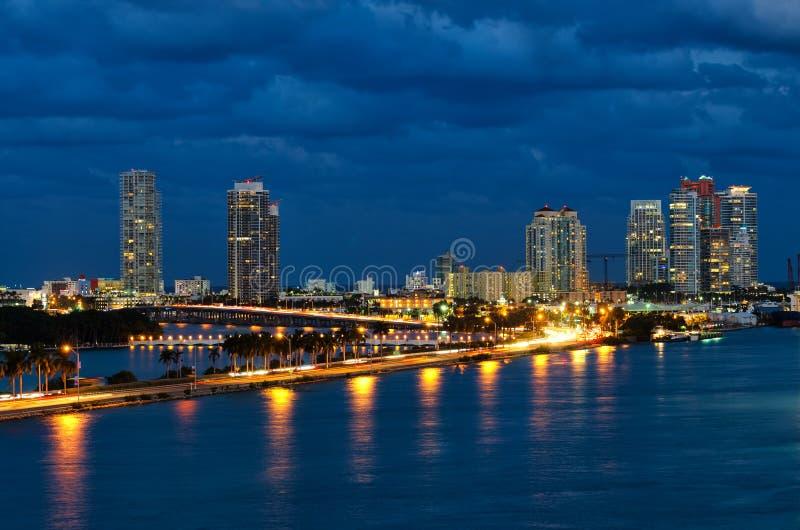 夜在迈阿密佛罗里达,美国 免版税库存图片