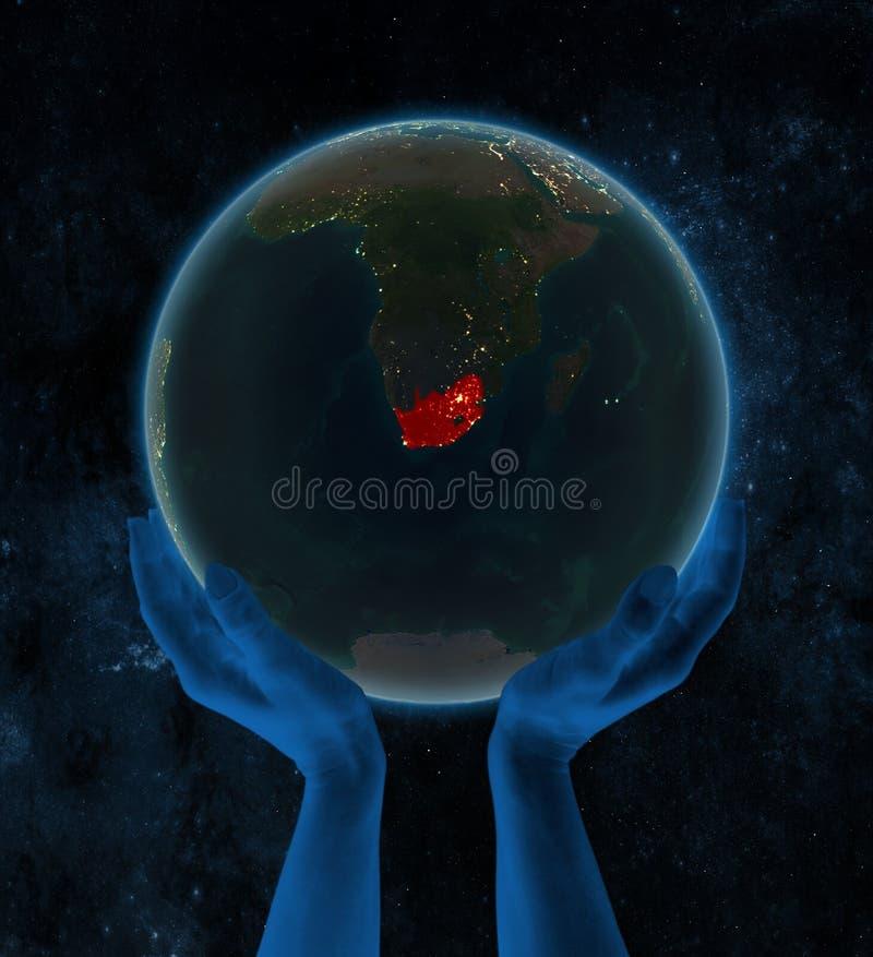 夜地球上的南非在空间的手上 皇族释放例证