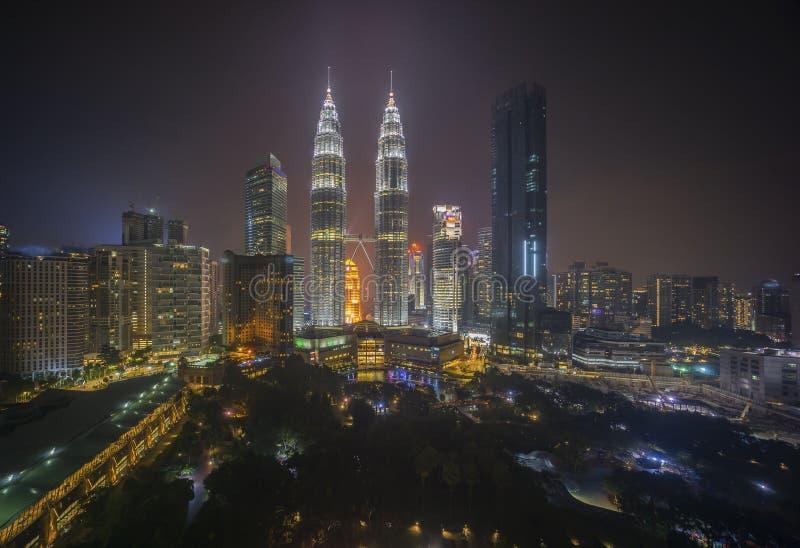 夜场面鸟瞰图在吉隆坡市地平线的 免版税库存照片