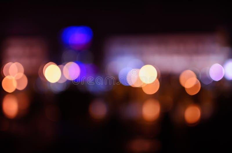 从夜城市的被弄脏的光 库存照片