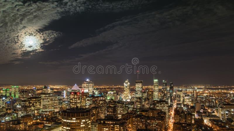 夜城市蒙特利尔 免版税库存图片