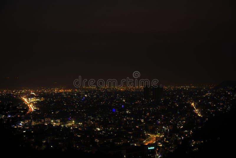 夜城市顶视图落后长的曝光 库存图片
