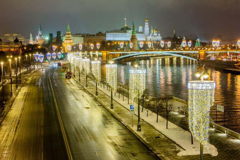 夜城 俄罗斯联邦的克里姆林宫被灯光照亮 免版税库存照片