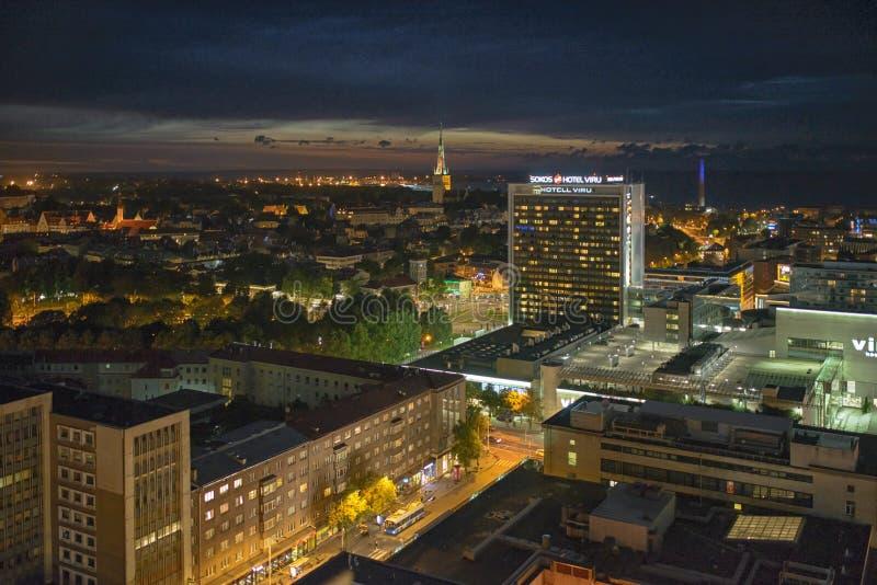 夜塔林市在晚上 库存图片