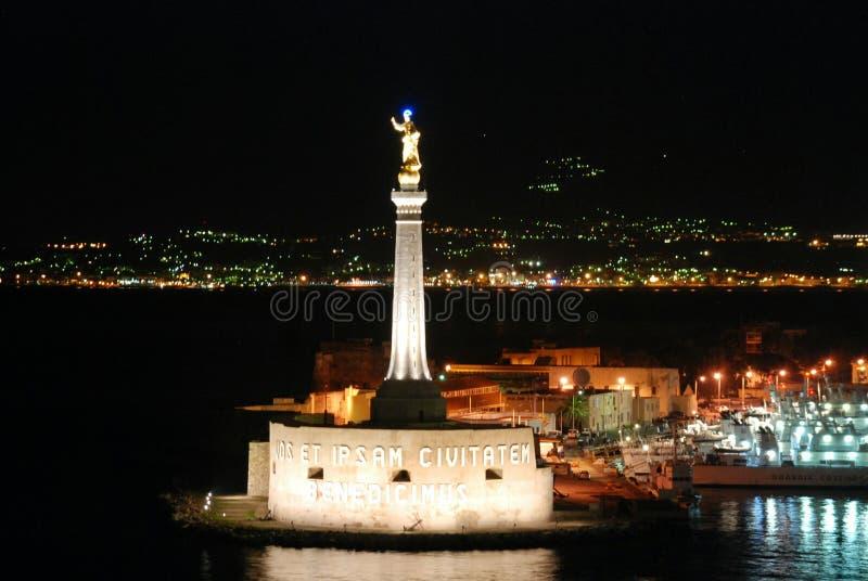 夜墨西拿口岸在西西里岛,意大利 免版税图库摄影