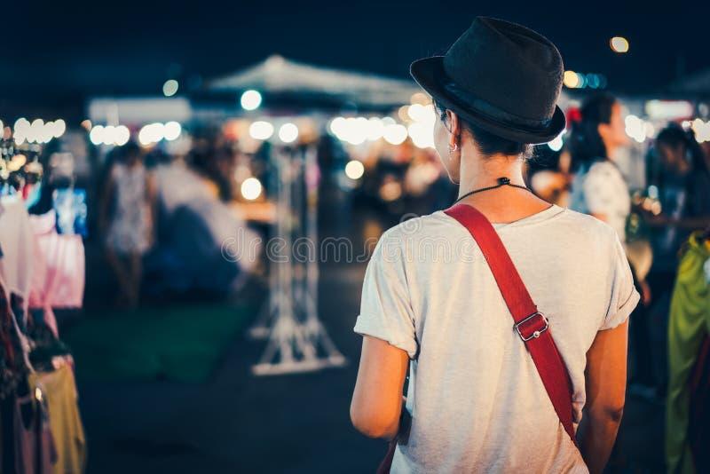 夜市场 库存照片