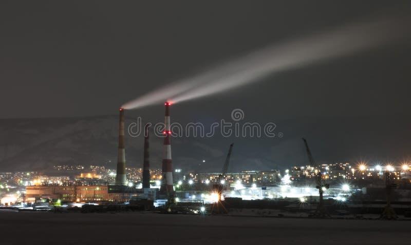 夜彼得罗巴甫洛斯克Kamchatsky 免版税库存图片