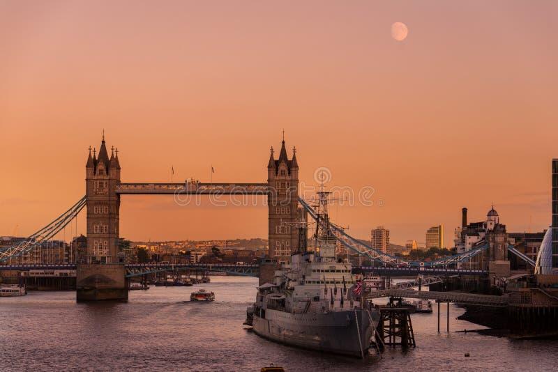 夜桥 免版税库存照片