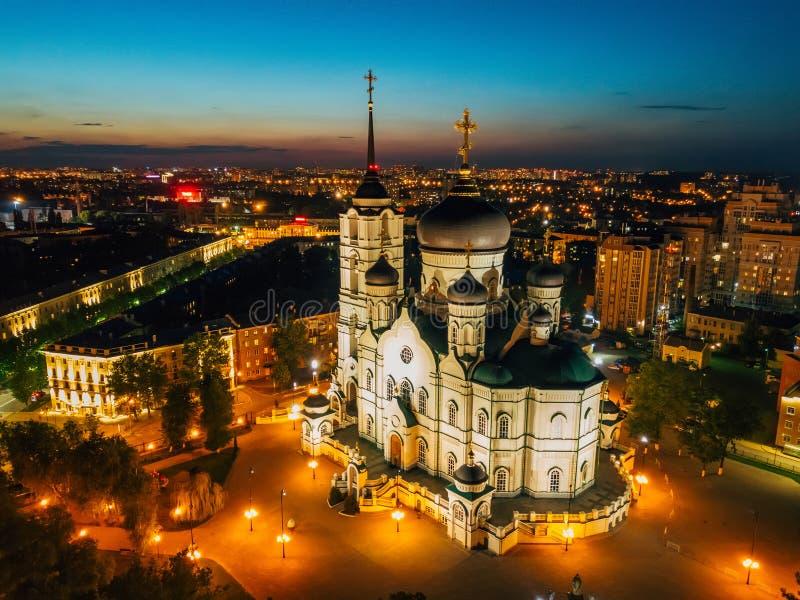 夜沃罗涅日,通告大教堂,空中寄生虫视图 免版税库存图片
