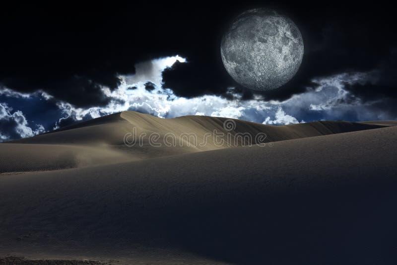 夜沙漠 免版税库存照片