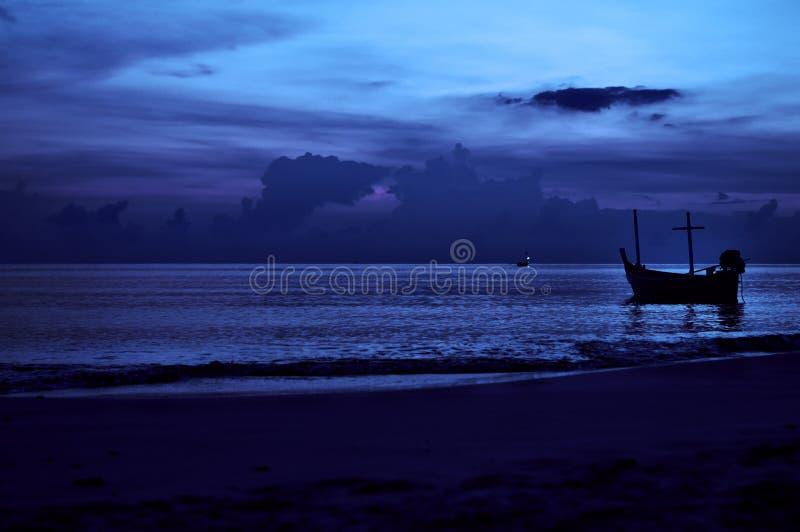 Download 夜海景。 库存照片. 图片 包括有 运输, 天空, 透视图, 通知, 海运, 海洋, 远景, 晚上, 云彩 - 30335002