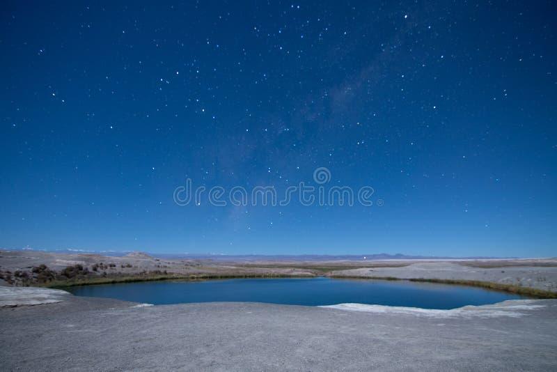 夜满天星斗在阿塔卡马沙漠 免版税库存图片