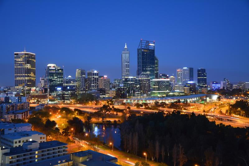 夜珀斯,澳大利亚西部城市地平线  免版税库存图片