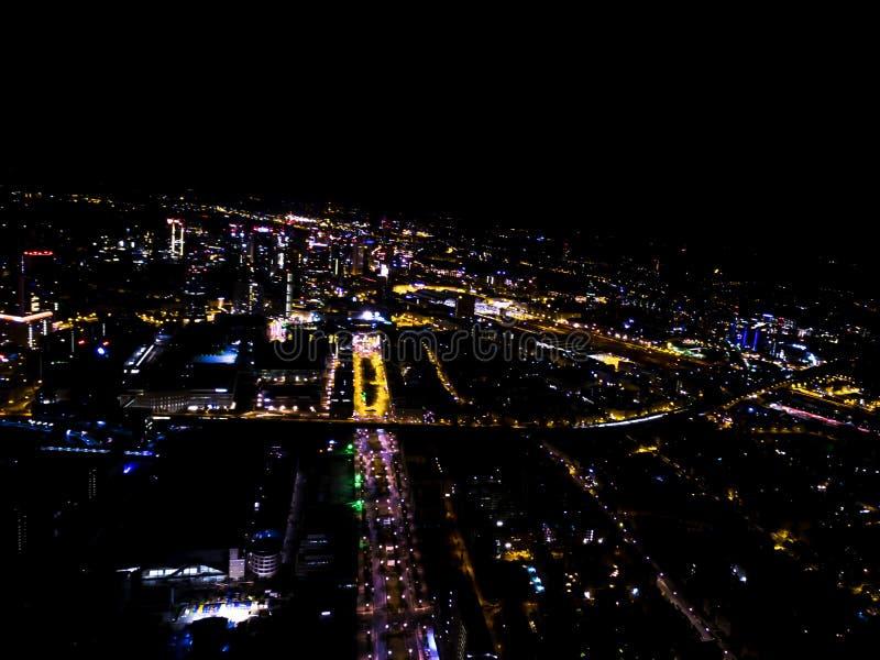 夜的中部在法兰克福从空中方面 库存图片