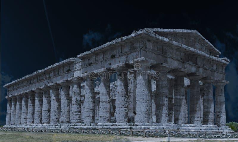 夜的Poseidone寺庙 免版税库存图片