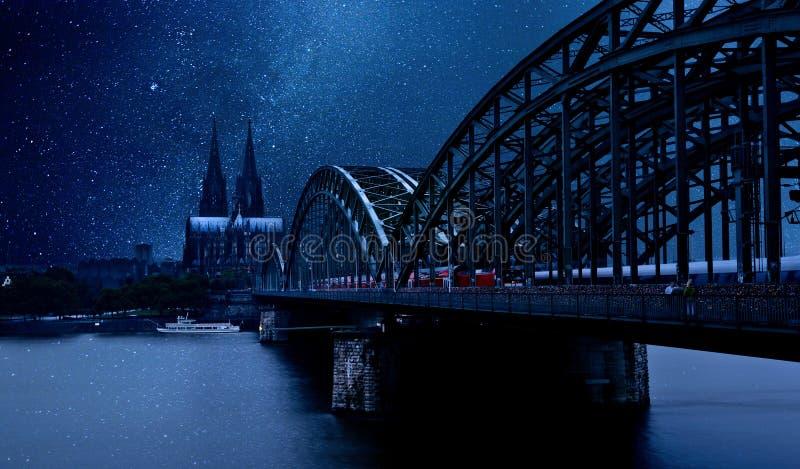 夜科隆,德国 免版税图库摄影