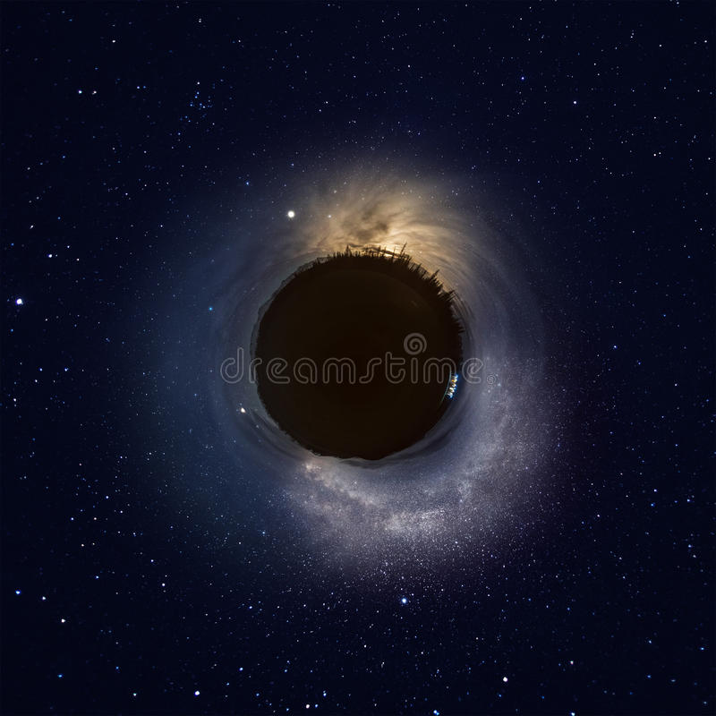 夜空一点行星在山的 库存图片