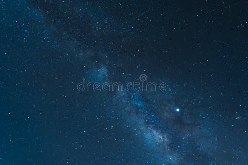 夜空和从登上泰德峰国立公园看见的银河星系 库存照片