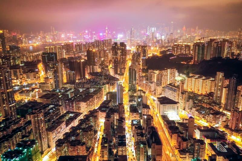 夜街道在九龙,香港 免版税库存照片