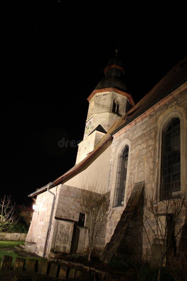 夜被射击教会 免版税库存图片