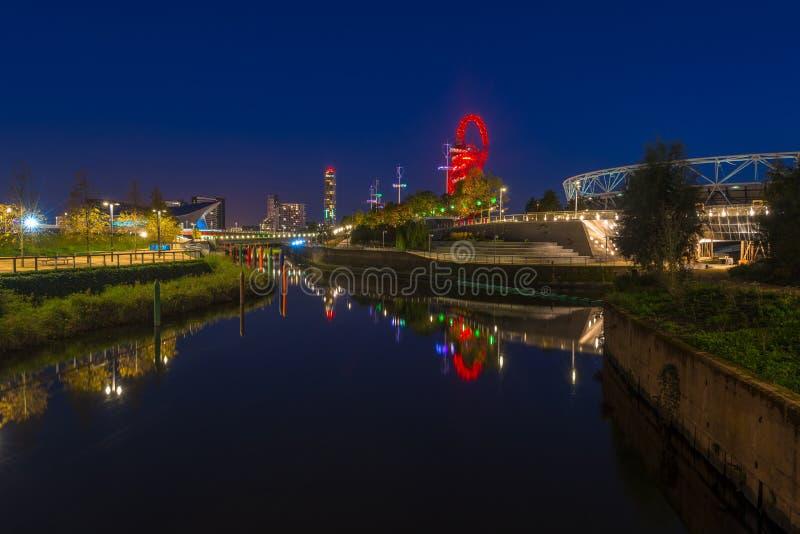 夜观点的女王伊丽莎白奥林匹克公园,伦敦英国 免版税图库摄影