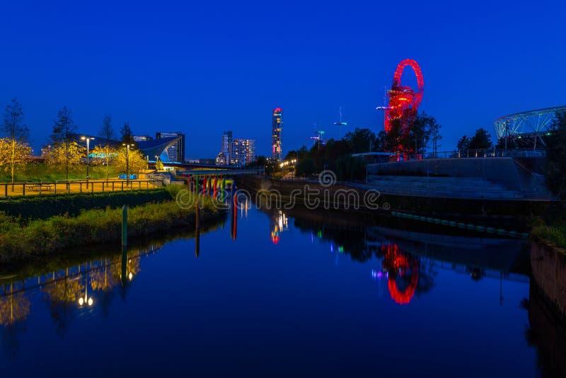 夜观点的女王伊丽莎白奥林匹克公园,伦敦英国 图库摄影