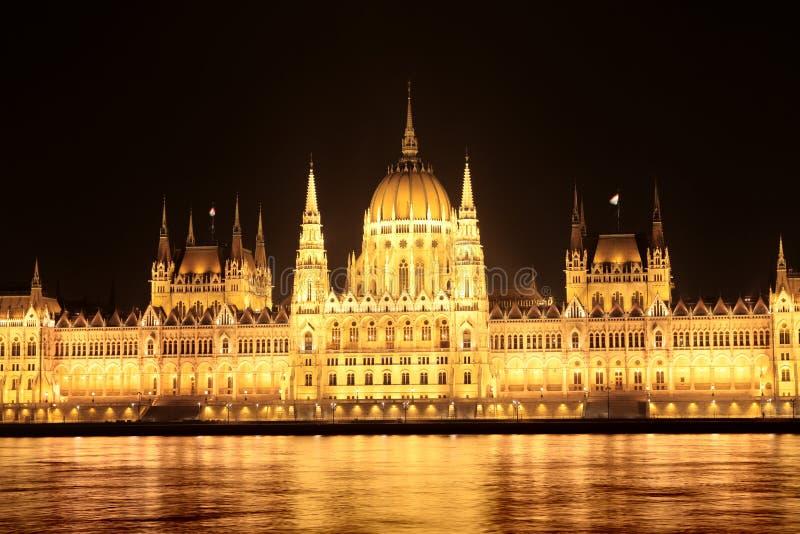 Download 夜观点的议会在布达佩斯 库存照片. 图片 包括有 详细资料, 室外, 晚上, 反气旋, 布琼布拉, 议会 - 30336336