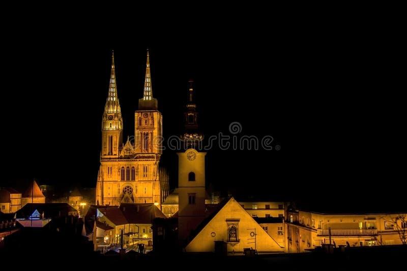 夜视图的萨格勒布大教堂 免版税图库摄影