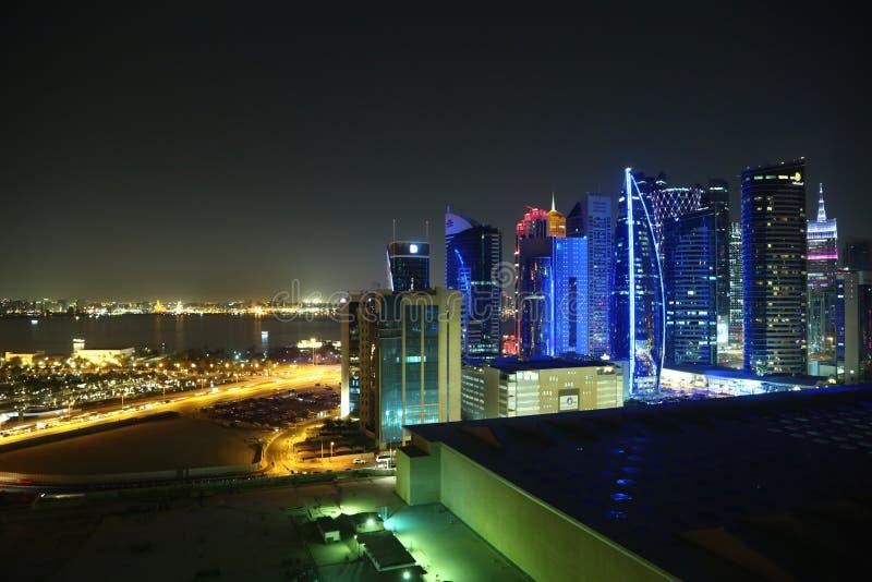 夜金融中心在多哈市,卡塔尔 库存图片