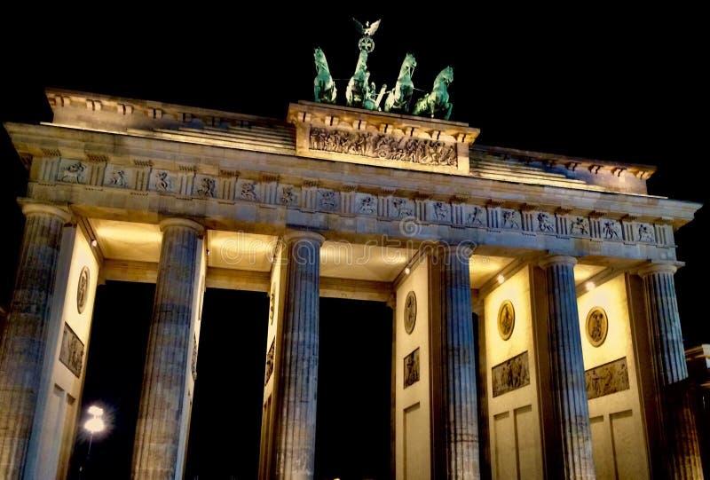 夜间勃兰登堡门,柏林德国 库存照片