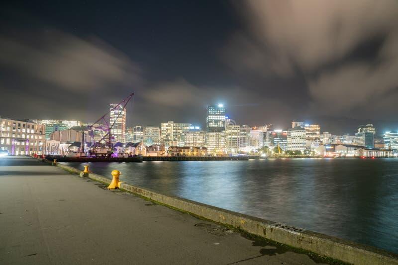夜间在城市,惠灵顿,新西兰 库存照片