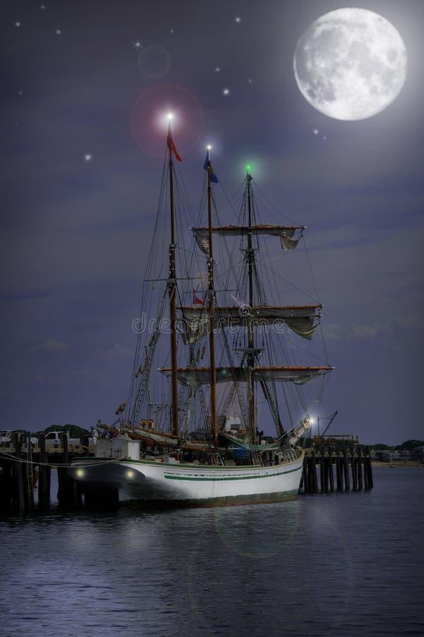 夜间帆船 免版税库存图片