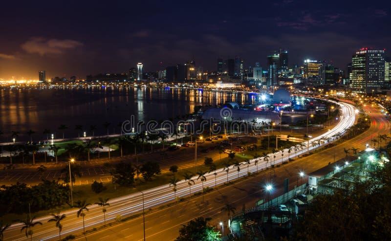 夜间首都罗安达和它的海边地平线,安哥拉,非洲
