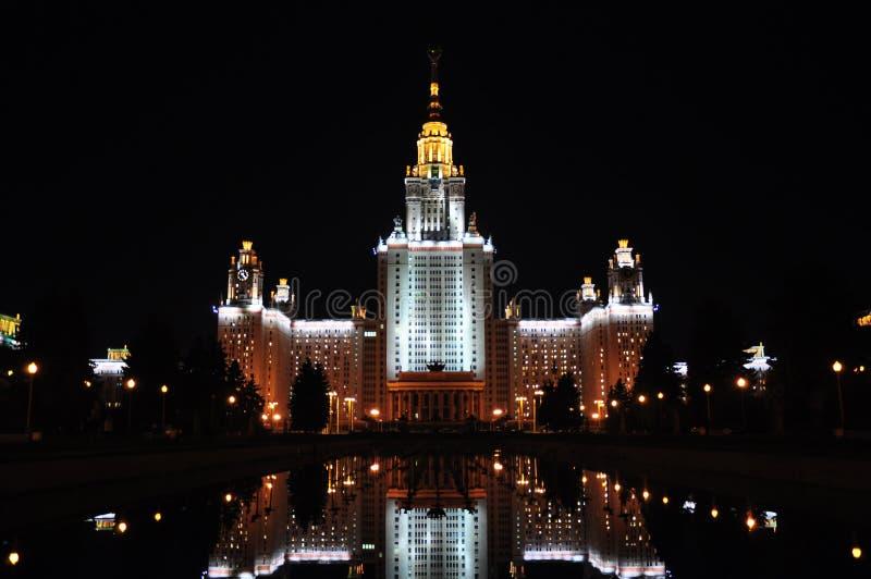 夜间lomonosov莫斯科州立大学 免版税图库摄影