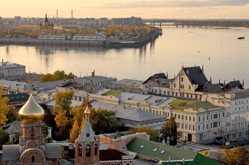 夜间nizhni novgorod河伏尔加河 免版税图库摄影