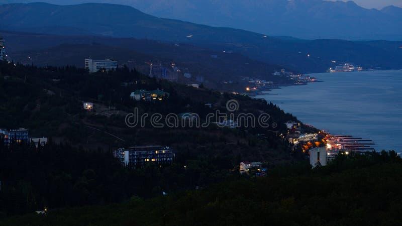 夜阿卢什塔的看法 克里米亚 免版税库存图片